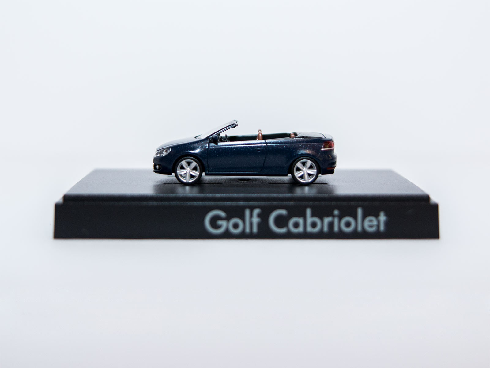 Wiking H0 VW Golf Cabriolet dunkelblau Sondermodell