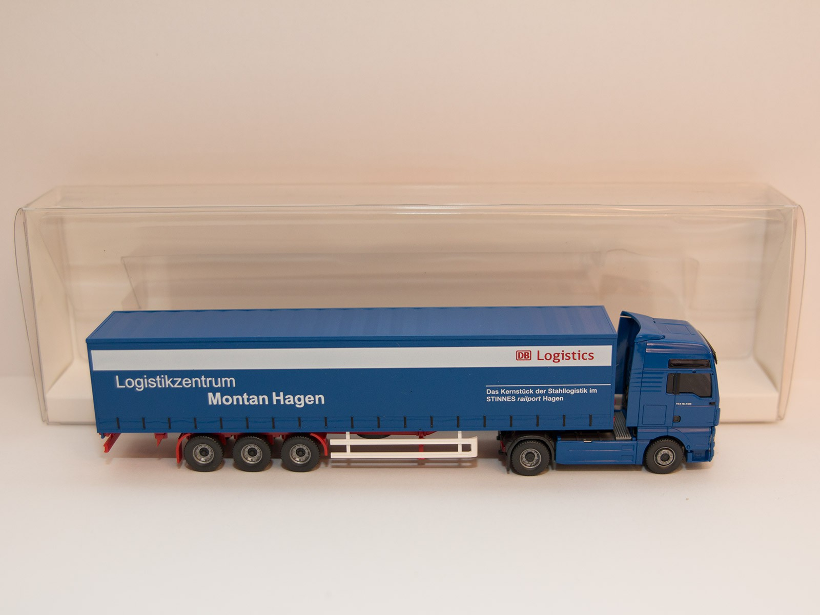 "Wiking H0 5370546 MAN TGX Gardinenplanen Sattelzug ""Montan Hagen"""