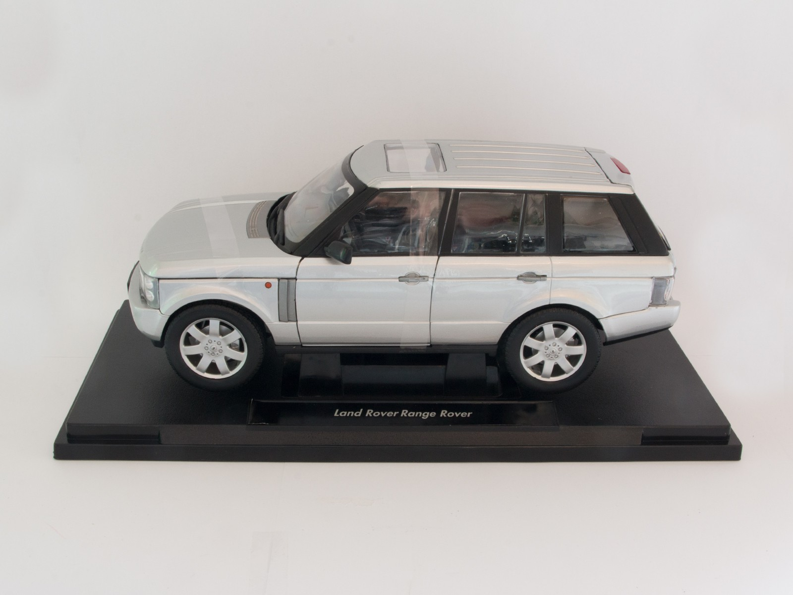 Welly 12536 1:18 Land Rover Range Rover silber