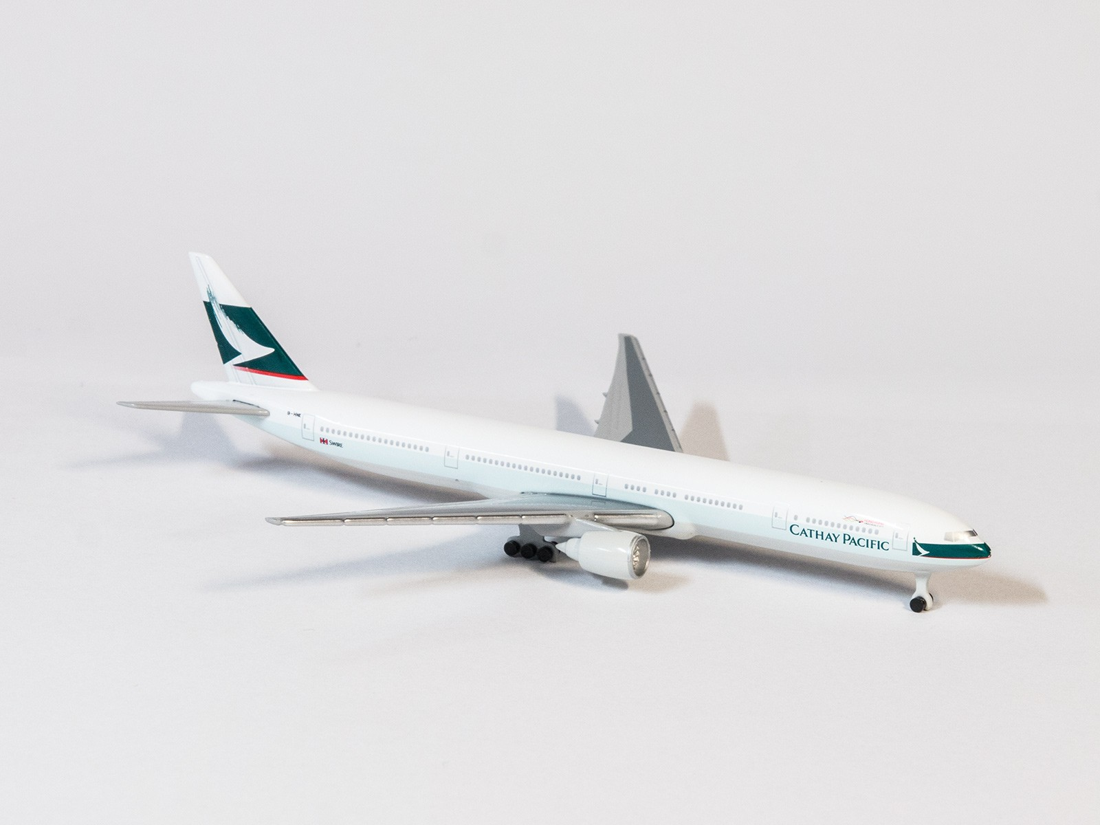 Schuco 31679 Boeing 777-300 Catay Pacific in 1:600