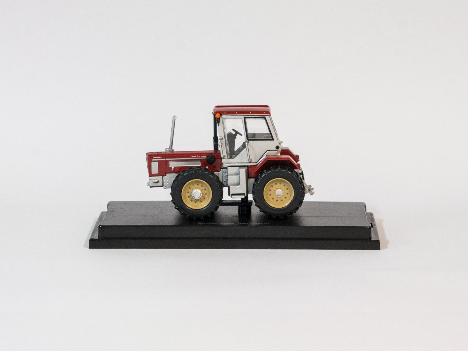Schuco 25882 H0 Schlüter Super Trac 2500 VL