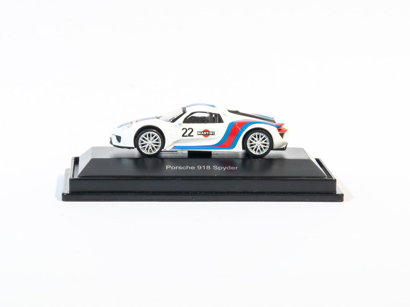 Schuco 26282 H0 Porsche 918 MARTINI #22