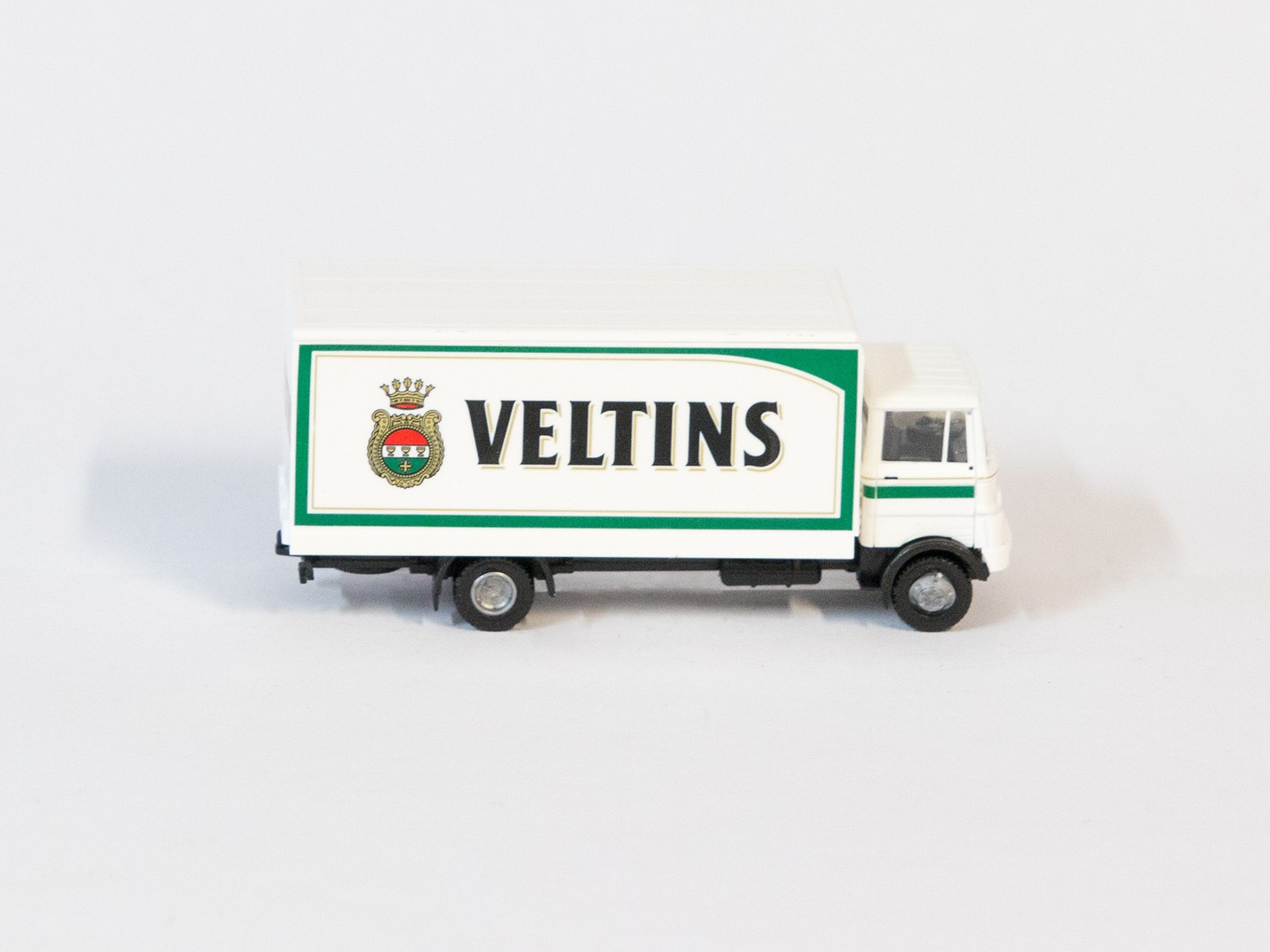 "Busch 40704 Mercedes-Benz LP809 ""Veltins"""