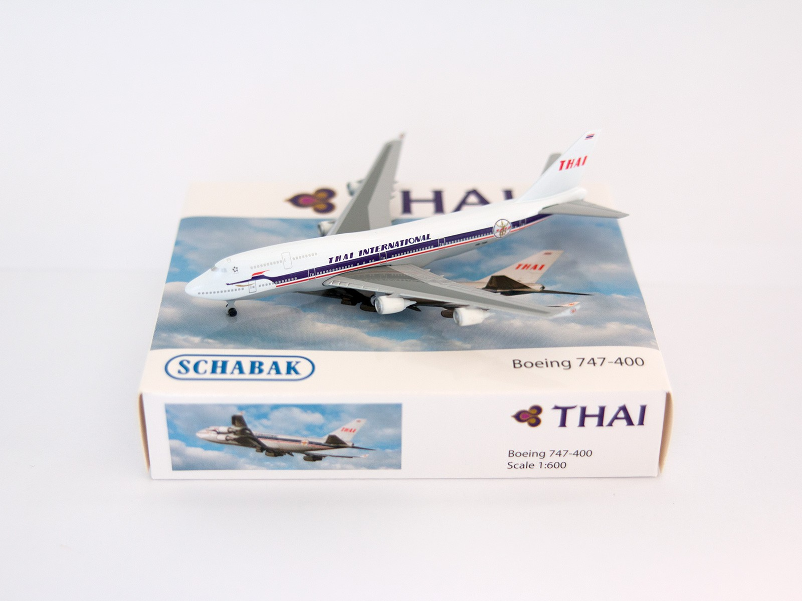 Schuco/Schabak 31616 Boeing 747-400 THAI Airways 1:600