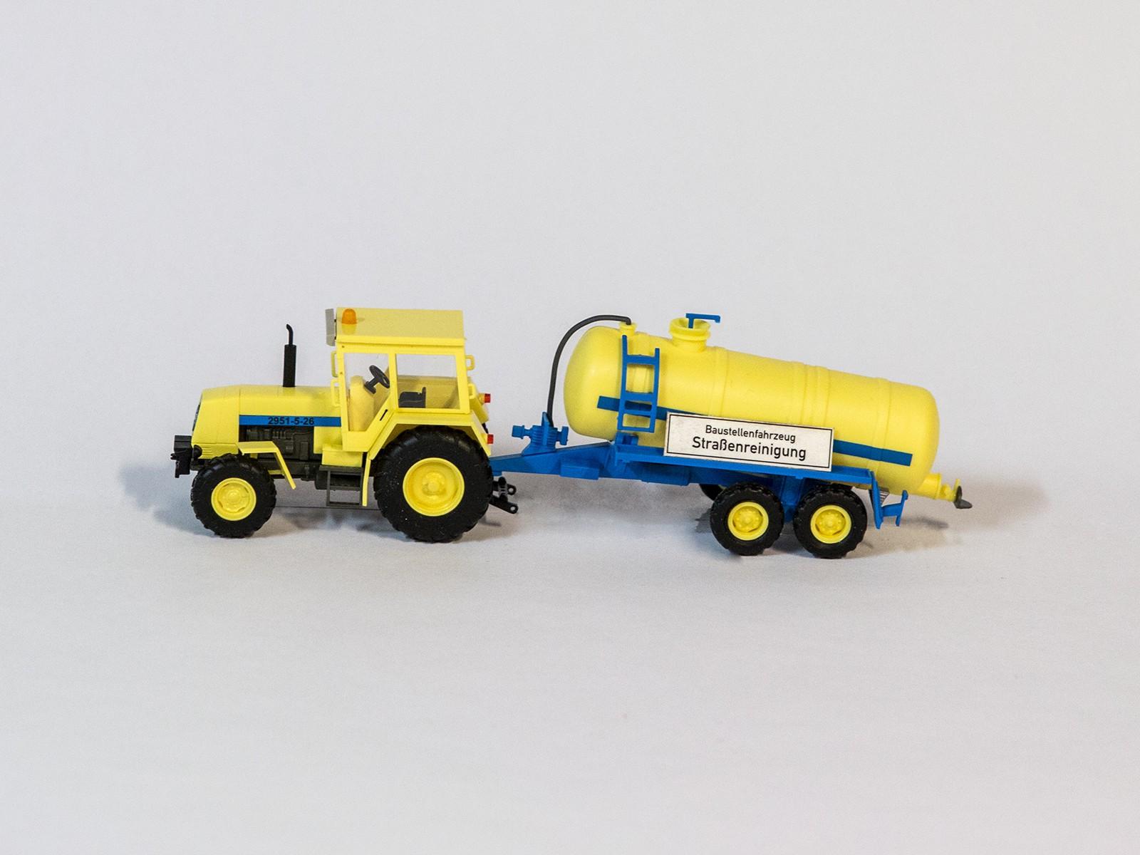 """Busch 50410 H0 Traktor """"Fortschritt"""" ZT323 mit Tankanhänger"""