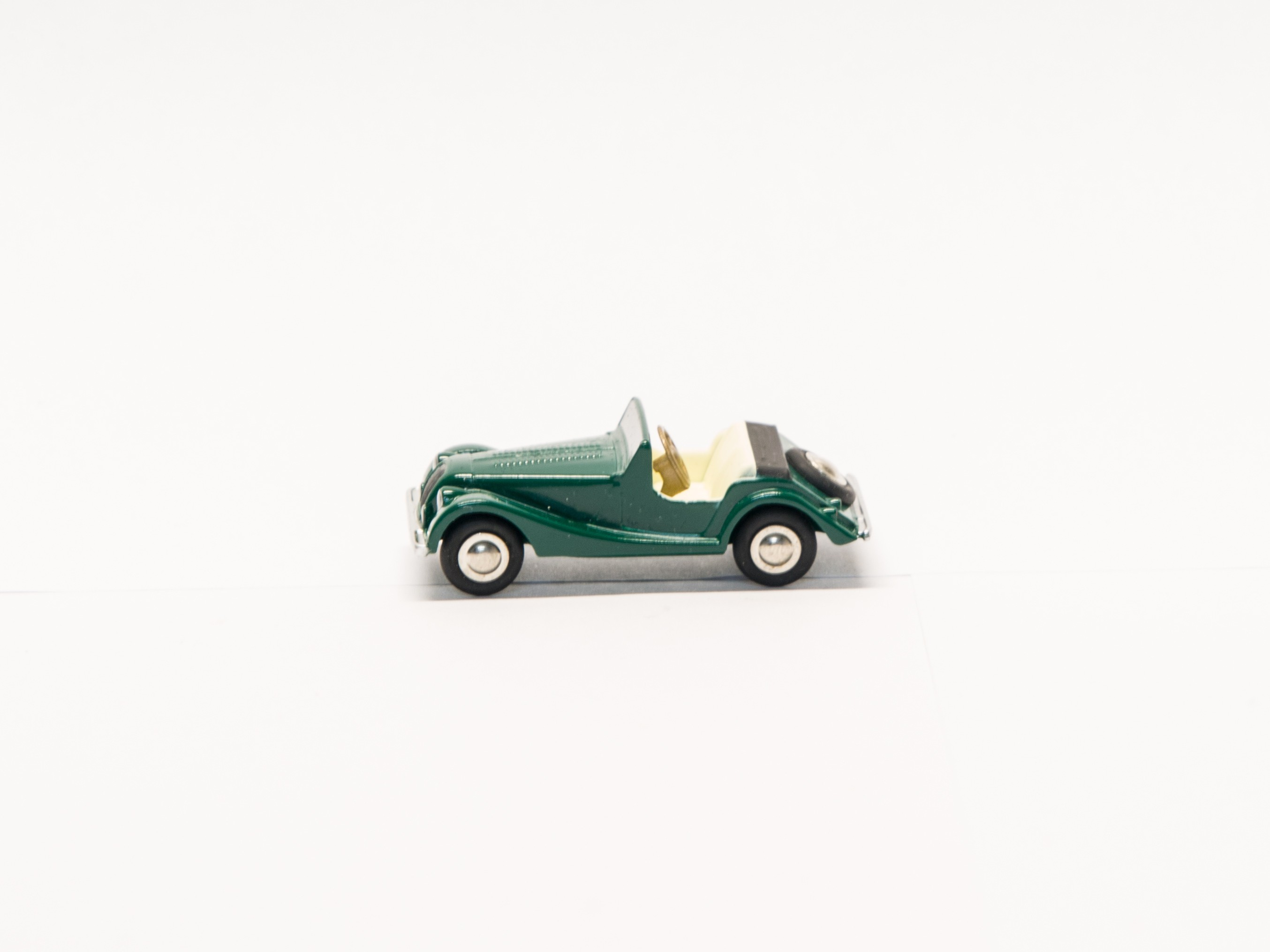 Schuco Piccolo 05785 1:90 Morgan +8 racing green