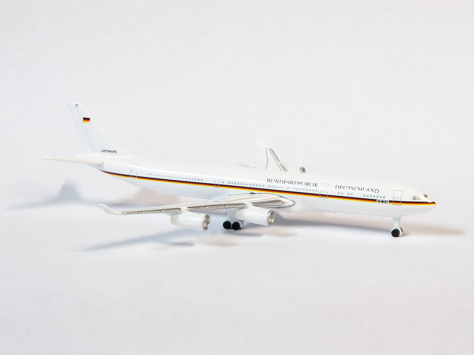 """Schuco / Schabak 3551666 Airbus A340-300 """"Bundesrepublik Deutschland - Konrad Adenauer"""" 1:600"""